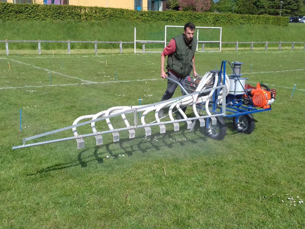 Epandeur d'engrais pneumatique pour des essais de matières fertilisantes